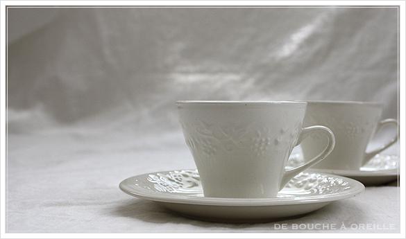 tasse et soucoupe anncienne サルグミンヌのカップ&ソーサー Sarreguemines フランスアンティーク_d0184921_17423411.jpg