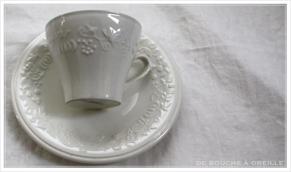 tasse et soucoupe anncienne サルグミンヌのカップ&ソーサー Sarreguemines フランスアンティーク_d0184921_17570245.jpg