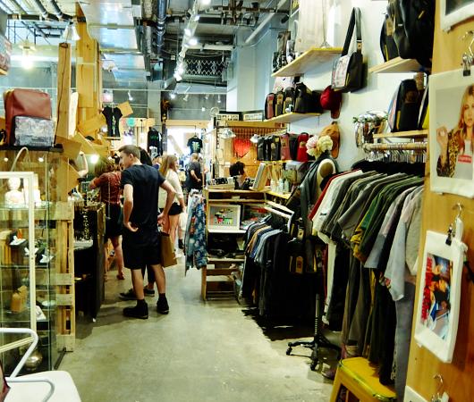 若手デザイナー&アーティスト達のマーケット The Market NYC_b0007805_0284290.jpg