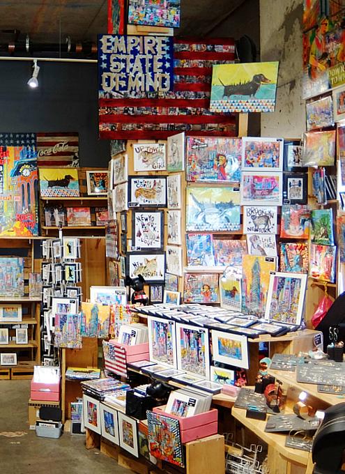 若手デザイナー&アーティスト達のマーケット The Market NYC_b0007805_0333522.jpg