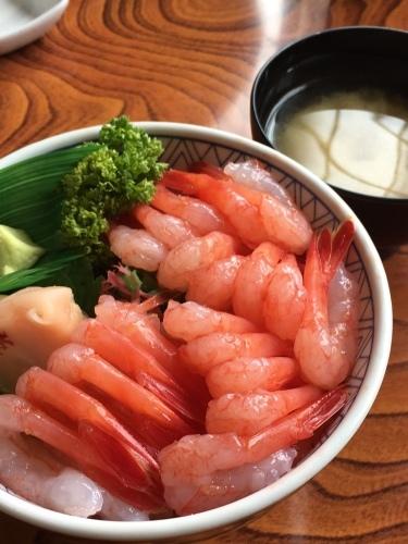 増毛町「寿司のまつくら」で、ぷりぷりの甘えび丼を満喫!_b0283211_07445404.jpg