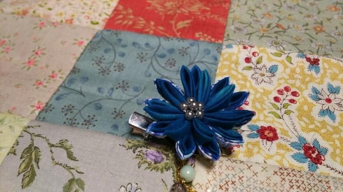つまみ細工のプレゼントを頂きました♪_f0374160_21442668.jpg