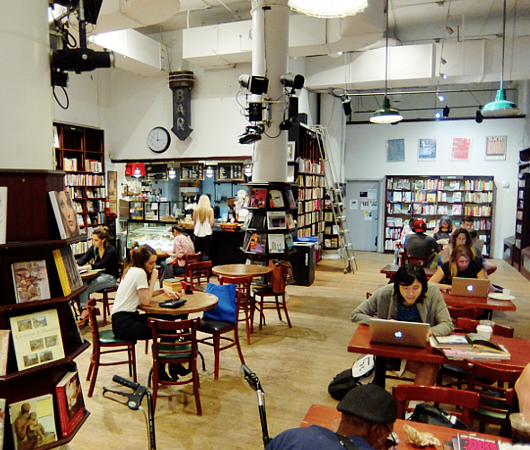 NYでカフェと言えばココ!!! Housing Works Bookstore Cafe_b0007805_8554194.jpg