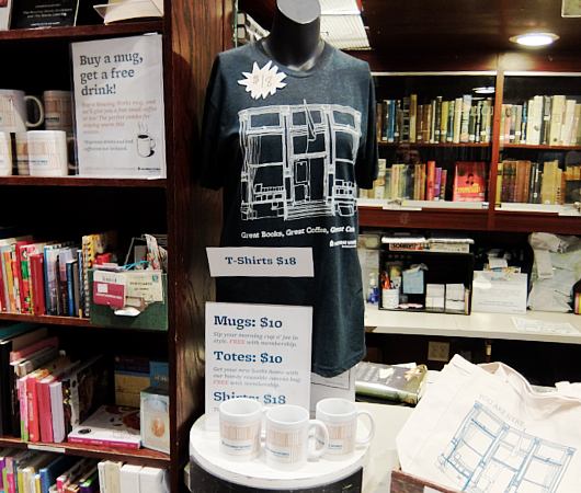 NYでカフェと言えばココ!!! Housing Works Bookstore Cafe_b0007805_856499.jpg
