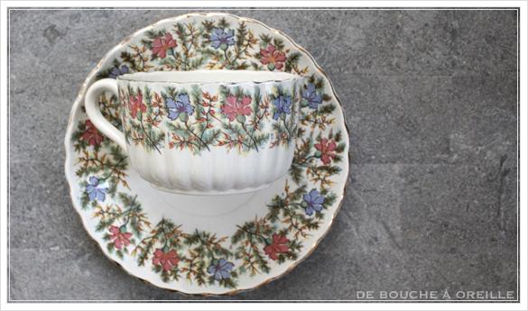 tasse et soucoupe anncienne サルグミンヌのカップ&ソーサー Sarreguemines フランスアンティーク その4_d0184921_17002204.jpg