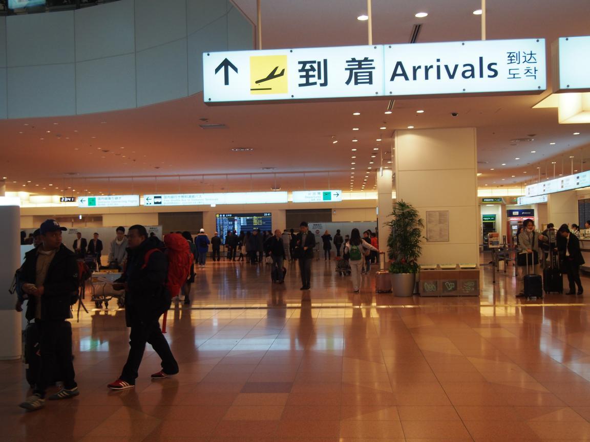 羽田国際ターミナルは、深夜便の増加で外国客でごった返している!_b0235153_20591325.jpg
