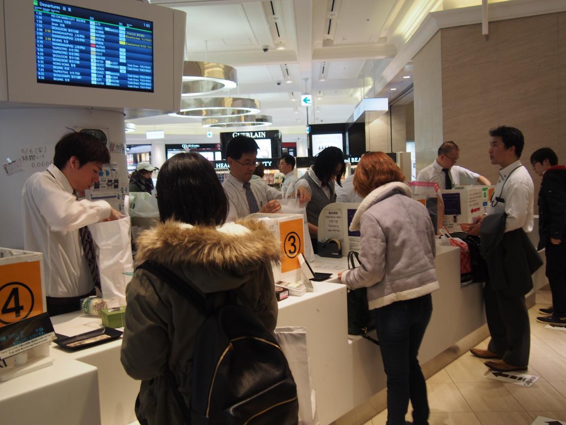 羽田国際ターミナルは、深夜便の増加で外国客でごった返している!_b0235153_215745.jpg