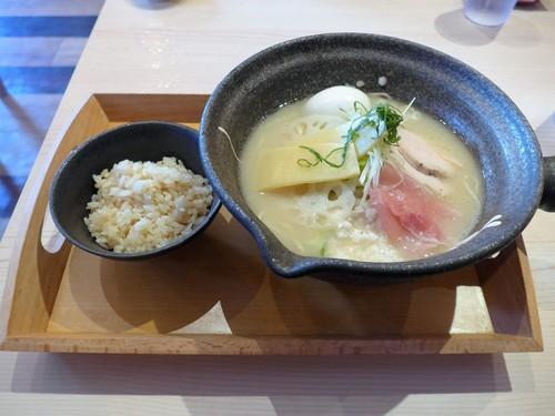 沖縄・小禄「新麺 めで鯛」へ行く。_f0232060_20482545.jpg