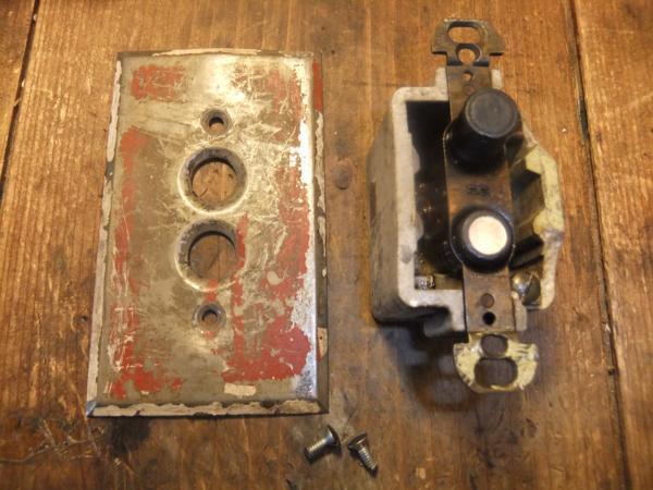 アンティークプッシュボタンスイッチ 真鍮プレート _d0335577_21251241.jpg