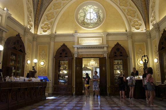 フィレンツェの歴史的建造物の保存〜サンタマリアノヴェッラ薬局の場合_f0106597_06442918.jpg