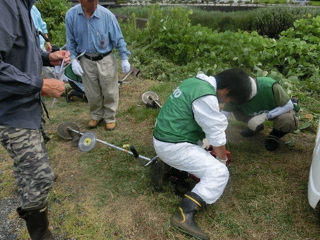 スイカの甘みが身体に浸みわたる 猛暑の中、今年初めての滝川の草刈り清掃_f0141310_06412599.jpg