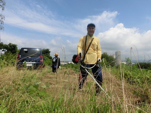 スイカの甘みが身体に浸みわたる 猛暑の中、今年初めての滝川の草刈り清掃_f0141310_06415434.jpg