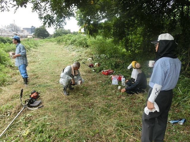 スイカの甘みが身体に浸みわたる 猛暑の中、今年初めての滝川の草刈り清掃_f0141310_06422536.jpg