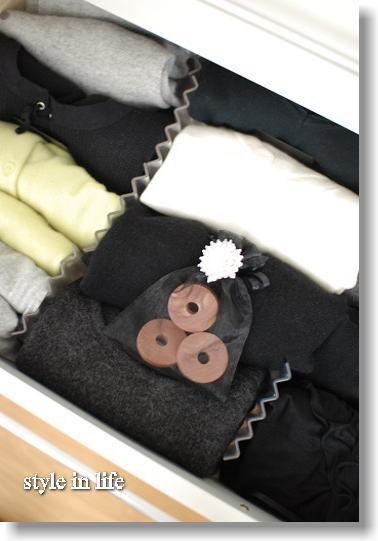 ナチュラル素材で衣類を管理_b0150155_21283300.jpg