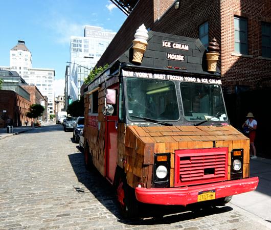 たぶん、NYでもなかなか珍しい板張りのアイスクリーム・トラック_b0007805_629580.jpg