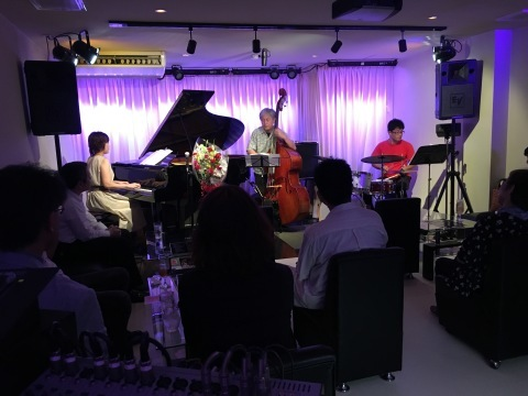 Jazzlive comin 明日木曜日のライブ!_b0115606_14023855.jpg