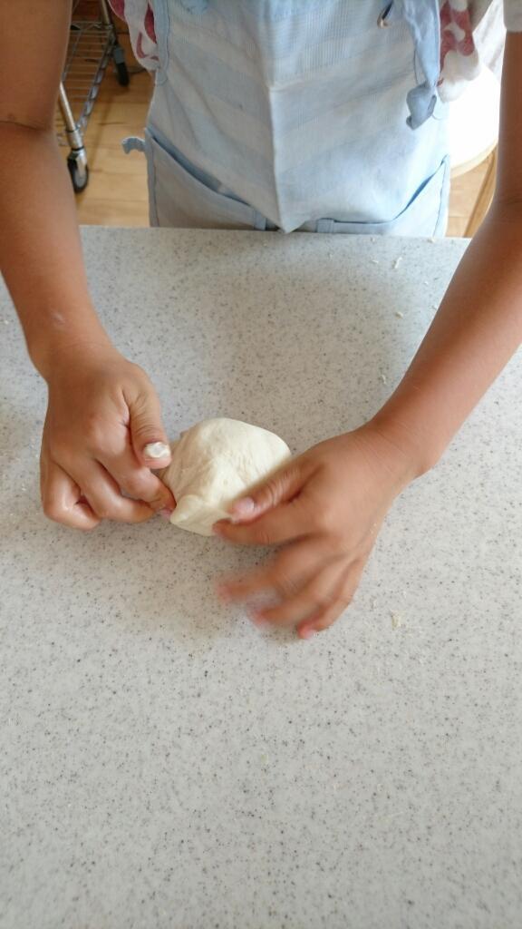 子供たちとピザ作り_c0199544_13535449.jpg