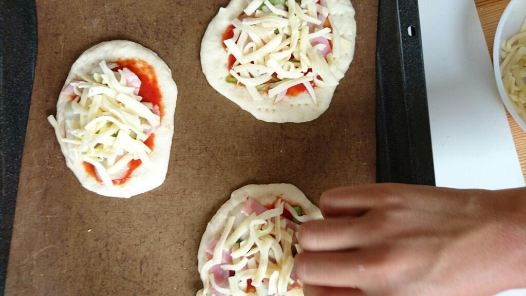 子供たちとピザ作り_c0199544_13535819.jpg