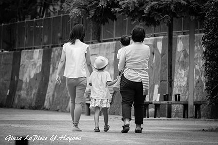 子供のいる風景 仲良し3世代_b0133053_00120772.jpg