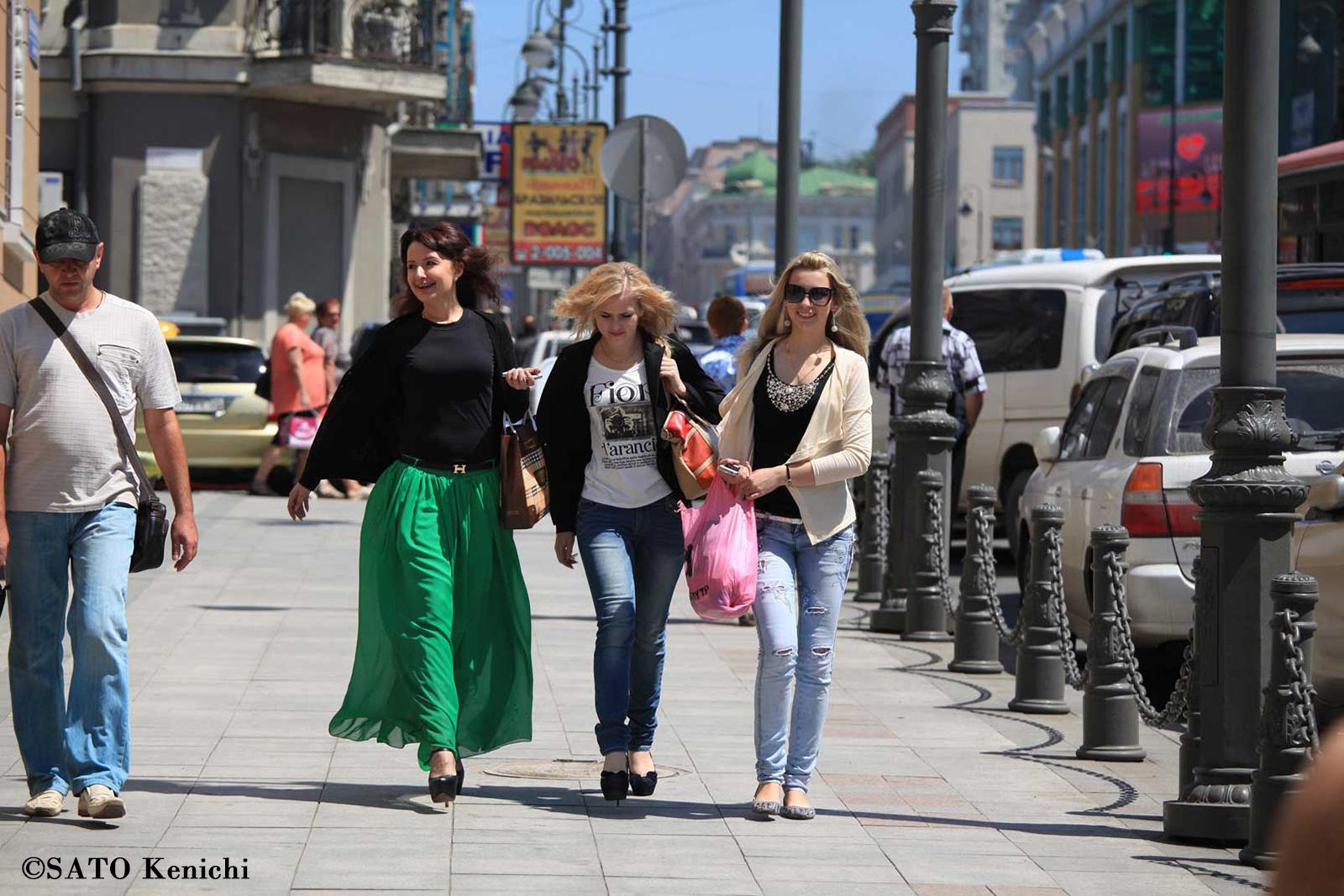 016 ウラジオストクの目抜き通りを闊歩するロシアンガールズ_b0235153_9405447.jpg