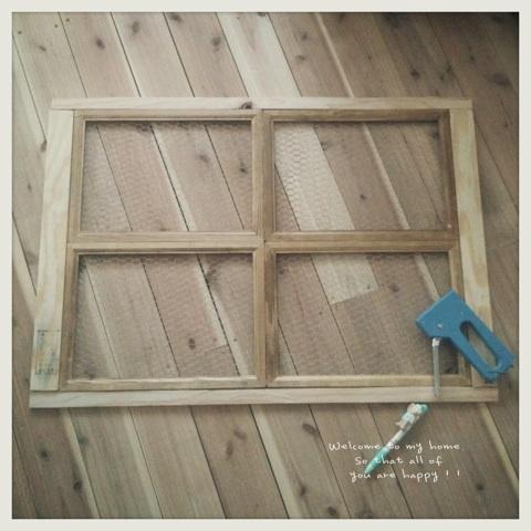 出入り口をひとつつぶして、セリアさんのA4フォトフレームを使って窓枠DIY工程編!!_c0325873_19591018.jpg