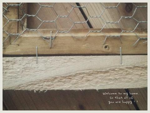 出入り口をひとつつぶして、セリアさんのA4フォトフレームを使って窓枠DIY工程編!!_c0325873_19591148.jpg