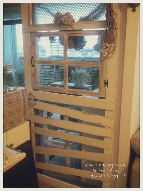 出入り口をひとつつぶして、セリアさんのA4フォトフレームを使って窓枠DIY工程編!!_c0325873_19591165.jpg