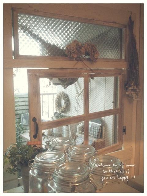 出入り口をひとつつぶして、セリアさんのA4フォトフレームを使って窓枠DIY工程編!!_c0325873_19591199.jpg