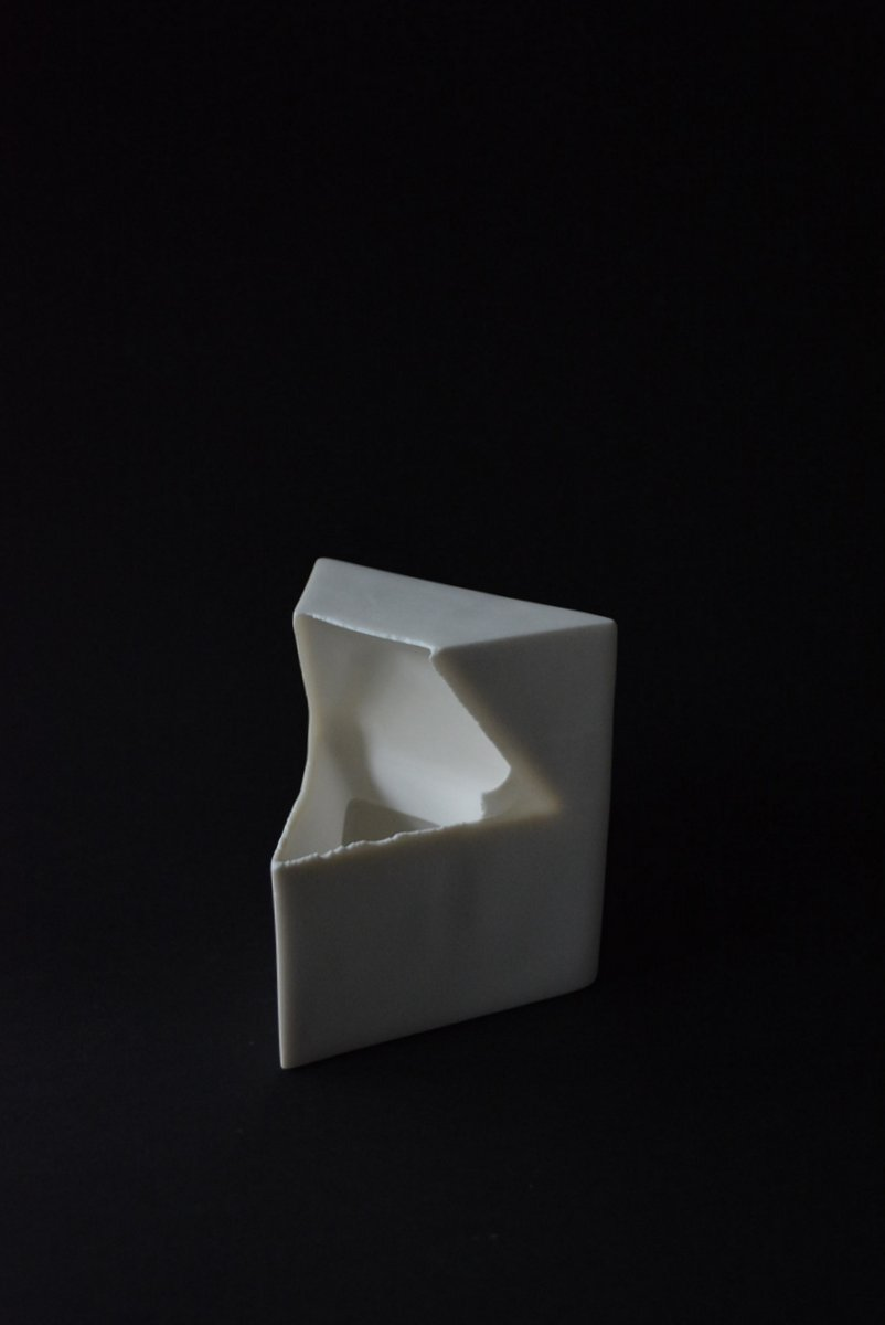 「 白石陽一展 土の現象 」 hollow-2_d0087761_1493175.jpg