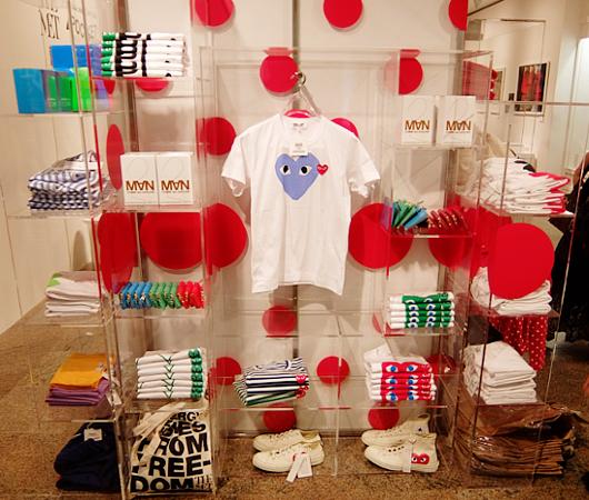 メトロポリタン美術館で川久保玲さんの特別展:関連グッズ販売コーナーの様子_b0007805_20154360.jpg