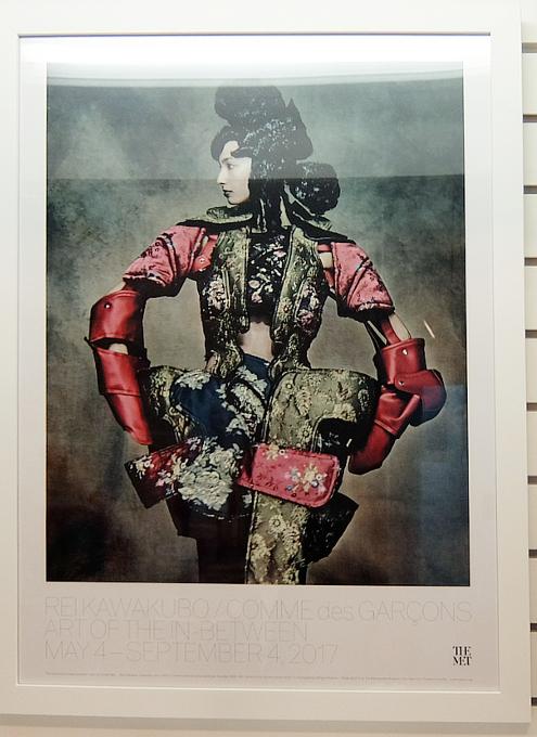 メトロポリタン美術館で川久保玲さんの特別展:関連グッズ販売コーナーの様子_b0007805_20243285.jpg