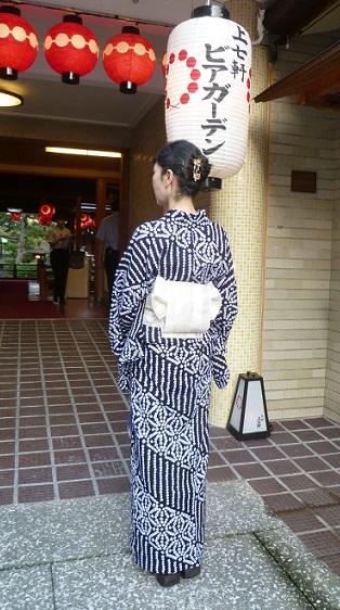 上七軒ビアガーデン・すっきりとした絞りの浴衣・マサヨさん_f0181251_18411124.jpg