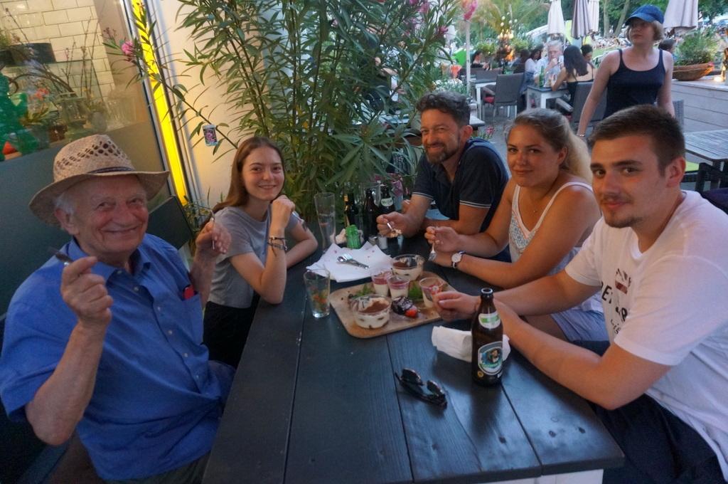 AMPELMANN Cafe-Restaurant in Berlinにて、DuとSieの話_c0180686_17534916.jpg