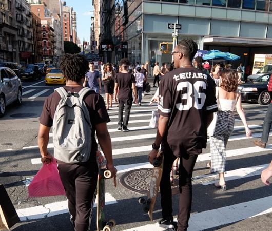 ニューヨークの街角で見かけた「七転び八起き」シャツ?!_b0007805_1043358.jpg
