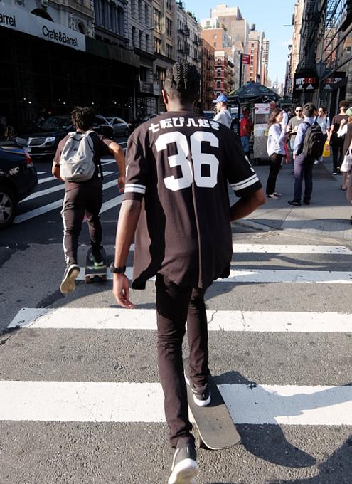 ニューヨークの街角で見かけた「七転び八起き」シャツ?!_b0007805_1048354.jpg