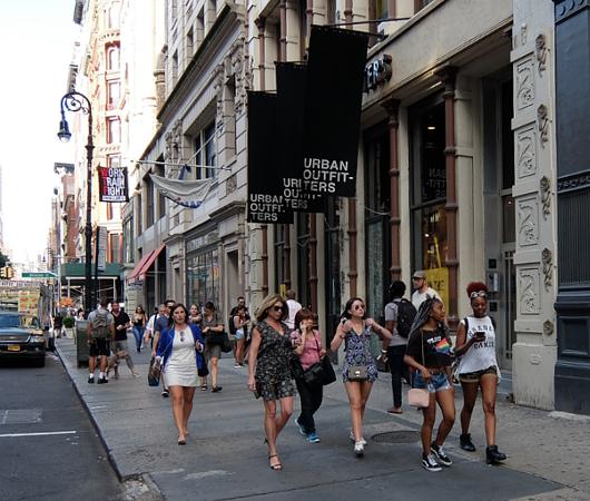 ニューヨークの街角で見かけた「七転び八起き」シャツ?!_b0007805_113292.jpg