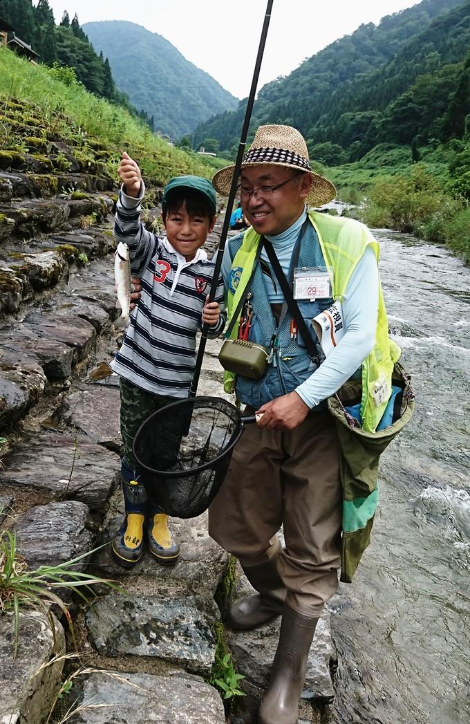 利賀川でイワナとニジマス釣り : 南砺利賀みらい留学の山里からー山本光則