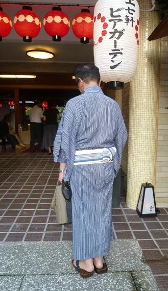 上七軒のお客様・男性の浴衣姿・31日(月)の営業時間。_f0181251_1531378.jpg