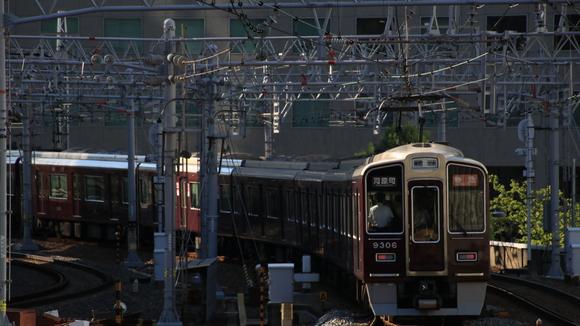 夕方の阪急京都線 _d0202264_21175282.jpg