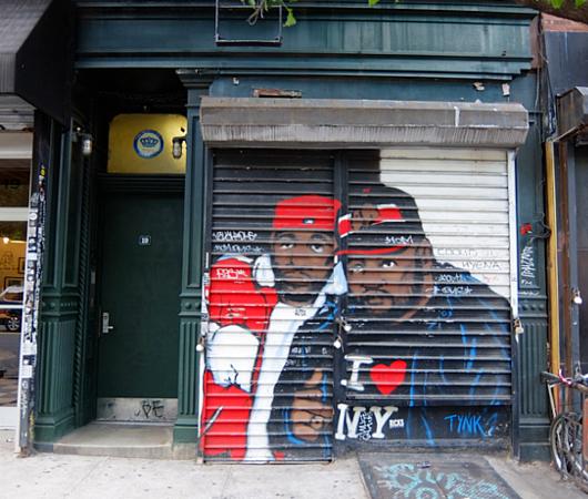 ニューヨークならではの隠れた名作アート「シャッターに描かれた絵」_b0007805_22301825.jpg