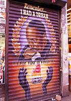 ニューヨークならではの隠れた名作アート「シャッターに描かれた絵」_b0007805_2324929.jpg