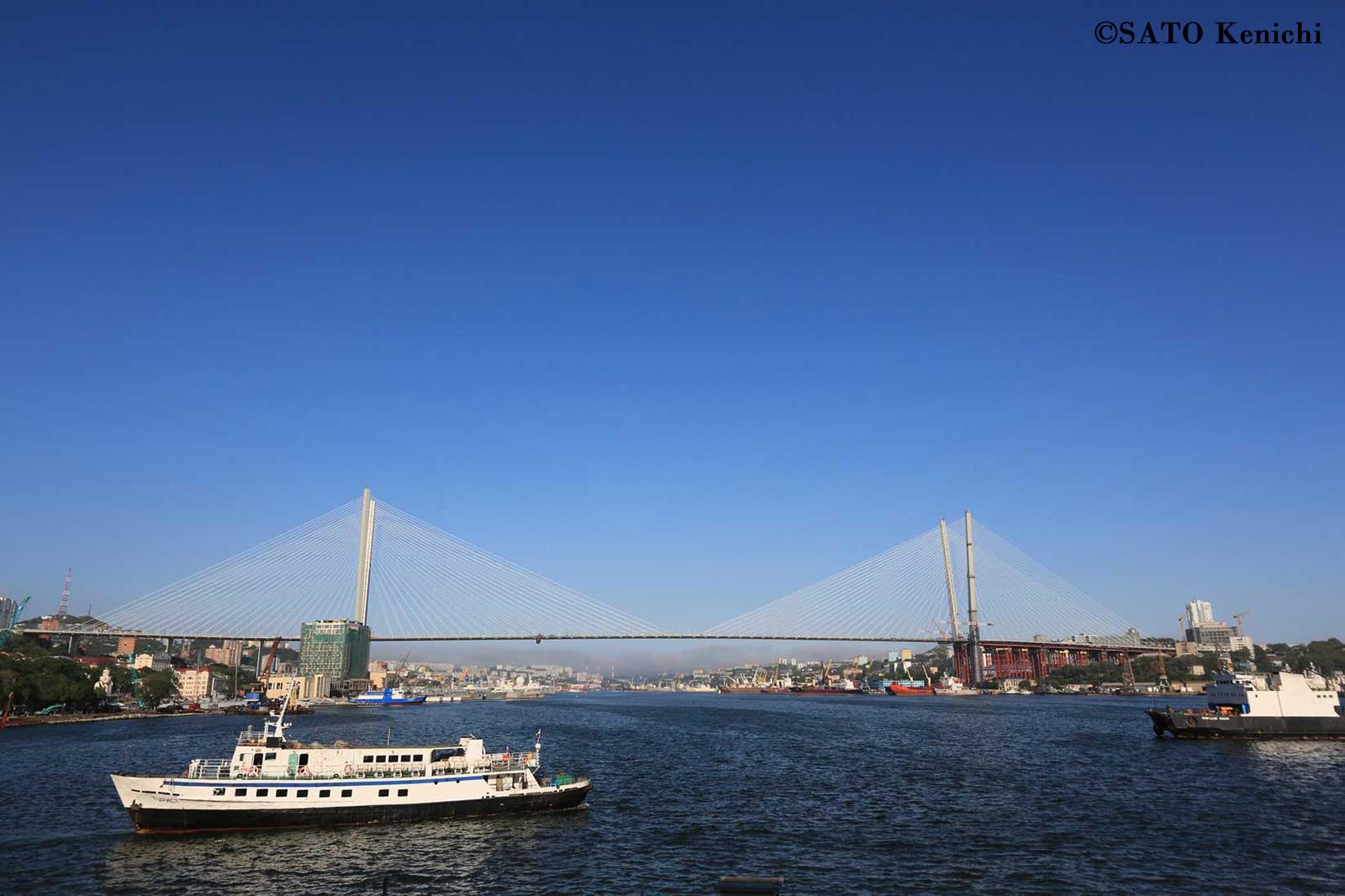 020 金角橋とウラジオストク港の眺め_b0235153_8231092.jpg