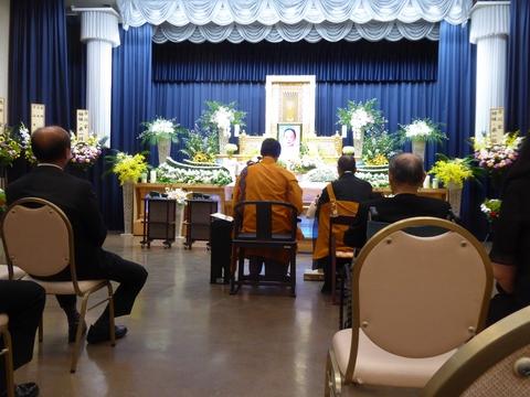 葬儀に参列_e0087201_18473063.jpg