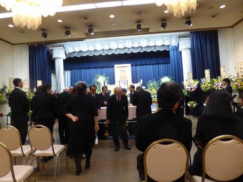 葬儀に参列_e0087201_18474512.jpg
