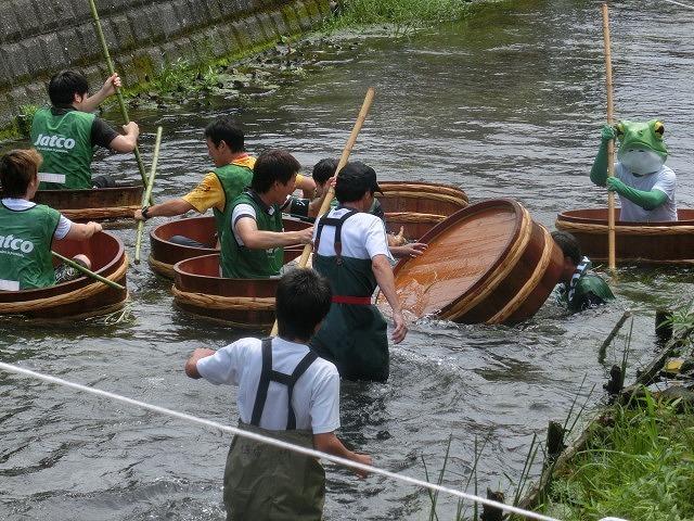 曇り空の下で始まった第31回「田宿川たらい流し川祭り」_f0141310_06473161.jpg
