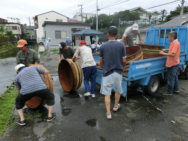 曇り空の下で始まった第31回「田宿川たらい流し川祭り」_f0141310_06473815.jpg