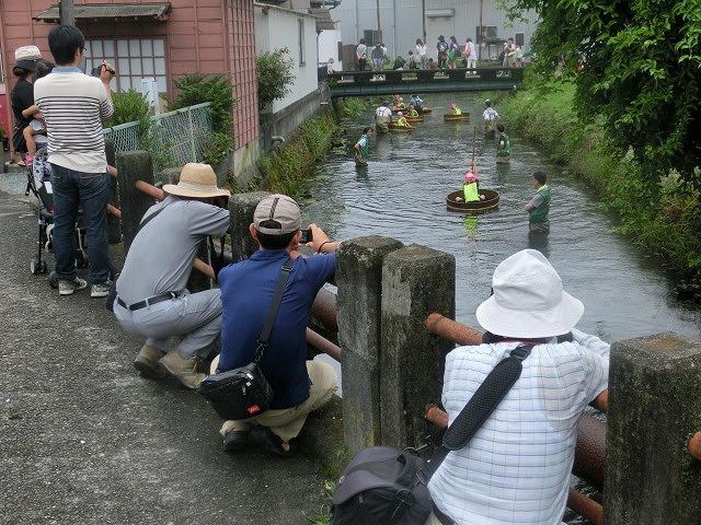 曇り空の下で始まった第31回「田宿川たらい流し川祭り」_f0141310_06480032.jpg