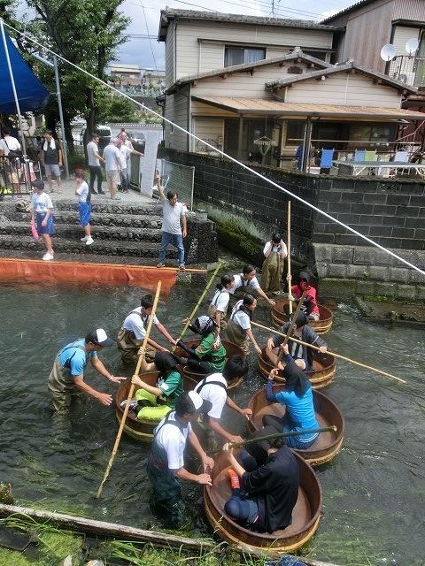 曇り空の下で始まった第31回「田宿川たらい流し川祭り」_f0141310_06483748.jpg
