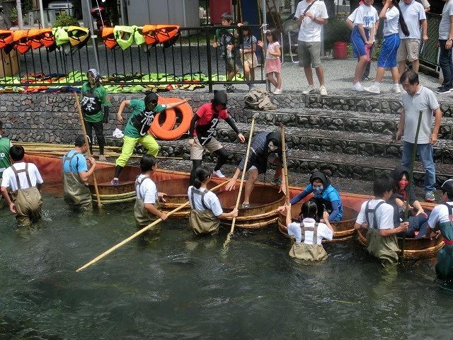 曇り空の下で始まった第31回「田宿川たらい流し川祭り」_f0141310_06490602.jpg