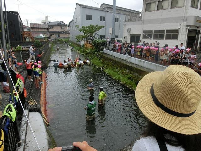 曇り空の下で始まった第31回「田宿川たらい流し川祭り」_f0141310_06491723.jpg
